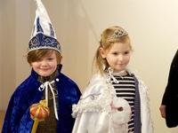 Lotte Van Loock (6) en Onno Dhaenens (6) die respectievelijk tot kinderprinses en kinderprins werden verkozen